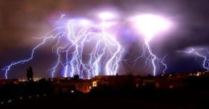 Melihat badai petir abadi